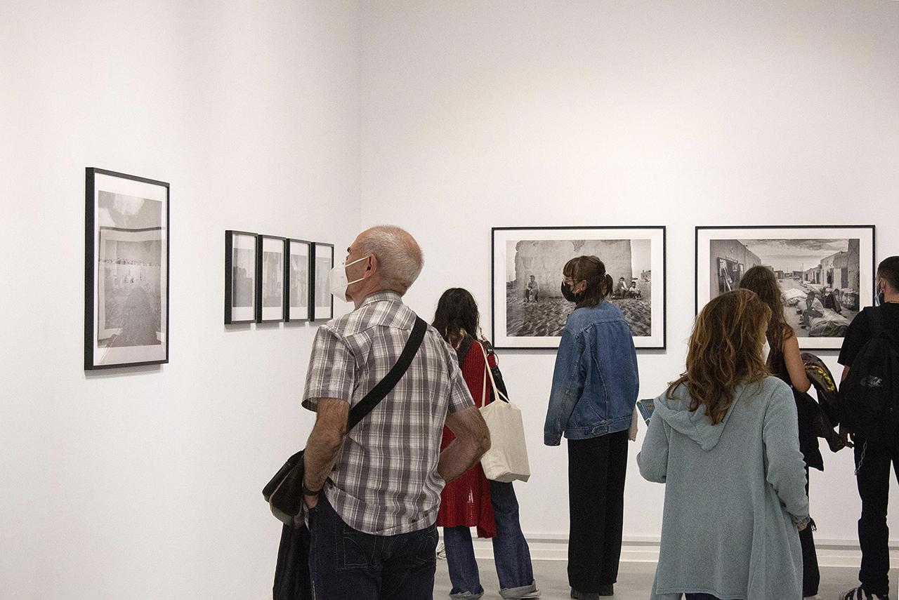 """Visitantes en la muestra """"Horizonte Olvidado de Arena"""""""
