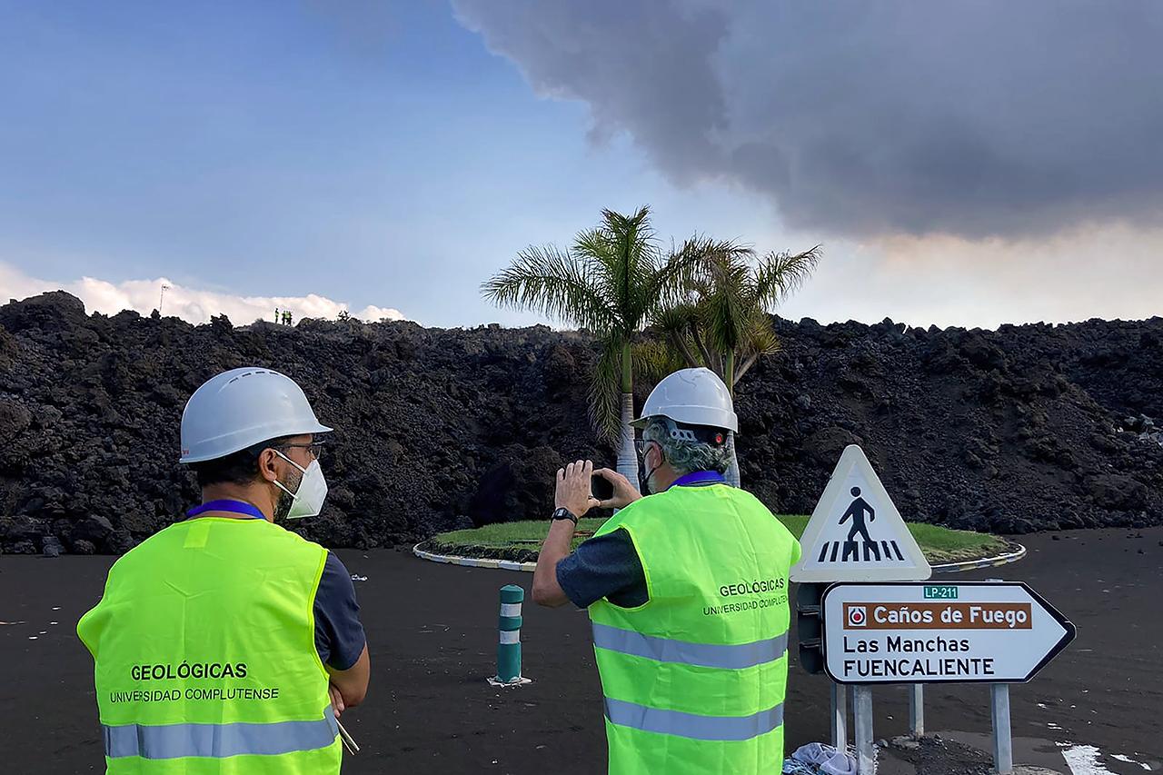 Los investigadores de la UCM han ido a La Palma a estudiar, geológicamente, las coladas del volcán