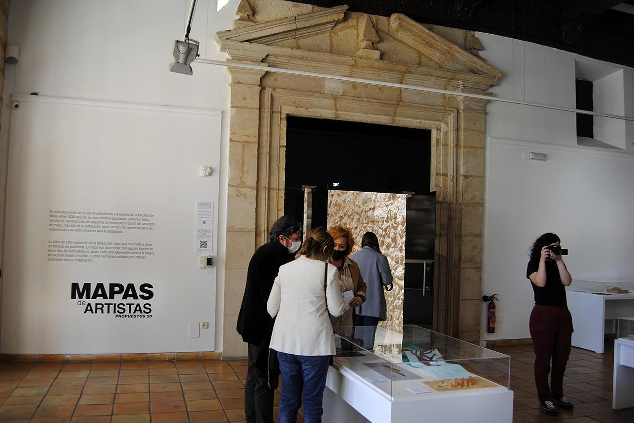 Visita tras la presentación de la muestra