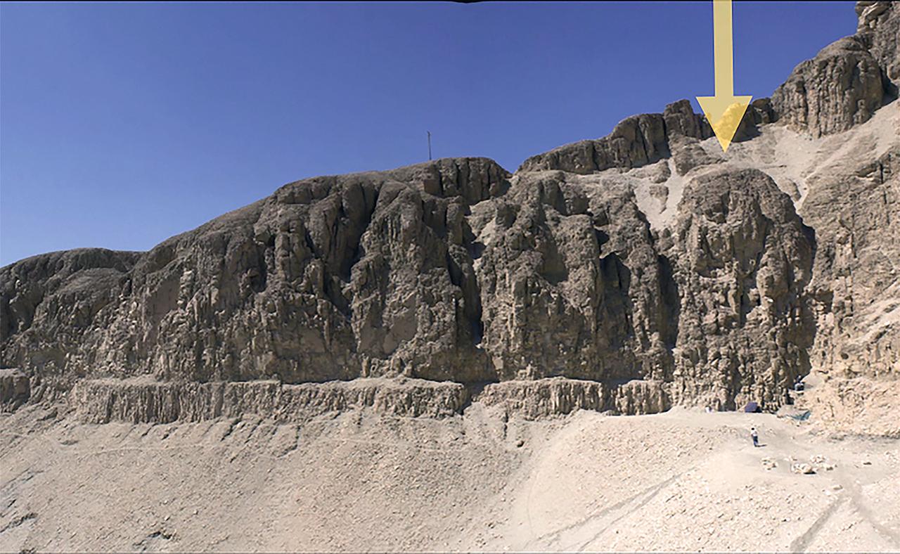 Restos de la efigie que el equipo complutense cree que pudo presidir el lugar sagrado