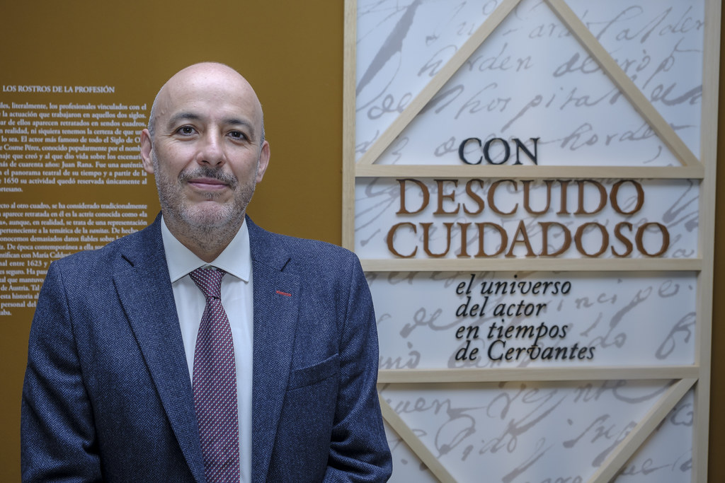 Francisco Sáez Raposo, del Departamento de Literaturas Hispánicas y Bibliografía de la UCM, comisario de la muestra