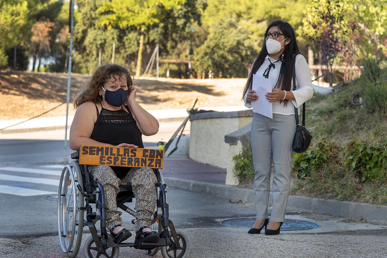 Marchdeline Rosero y Delia Magdalena Quispe Limachi, en representación de los estudiantes que han participado en el proyecto Semillas con Esperanza