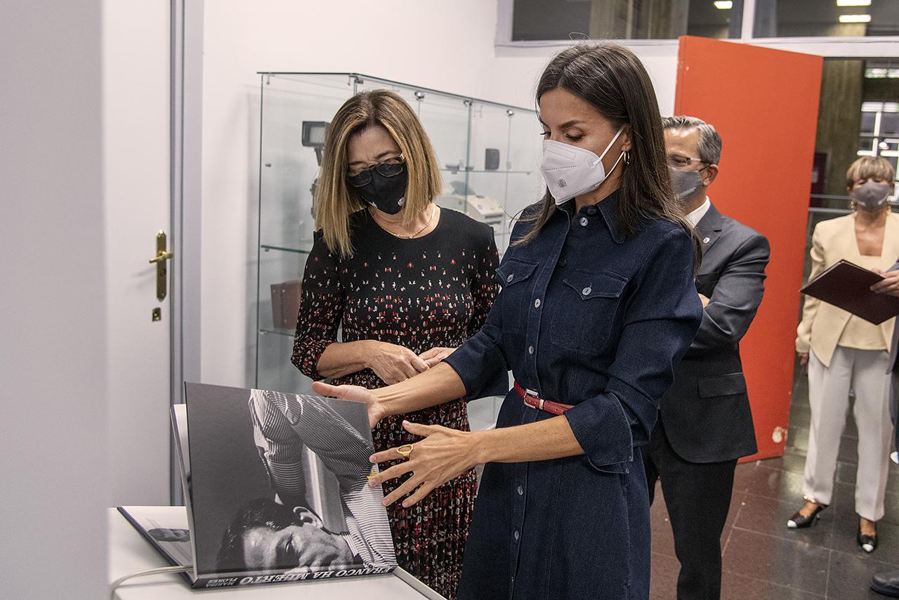 Marisa Flórez acompañó a la reina Letizia en una visita guiada por la exposición