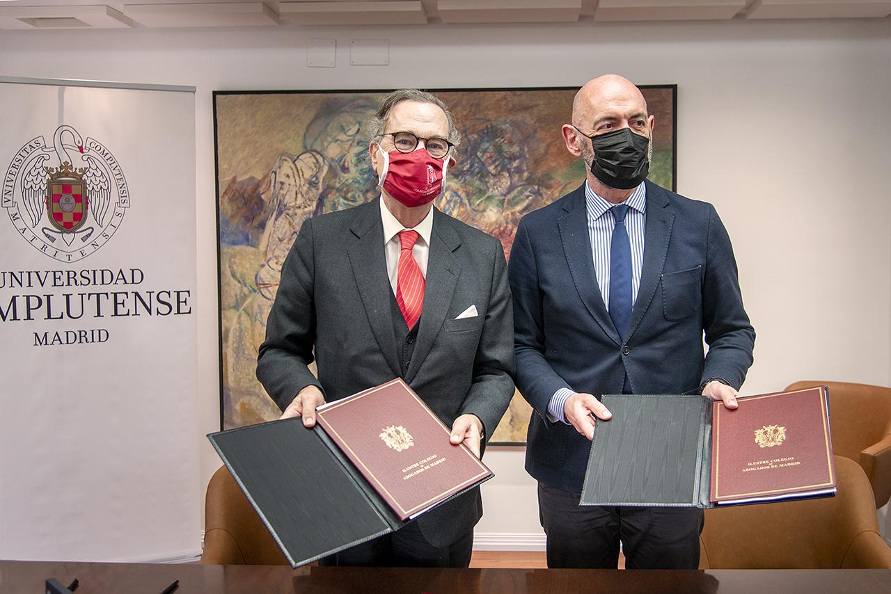 José María Alonso Puig, decano del Colegio de Abogados de Madrid, y Joaquín Goyache, rector de la Universidad Complutense
