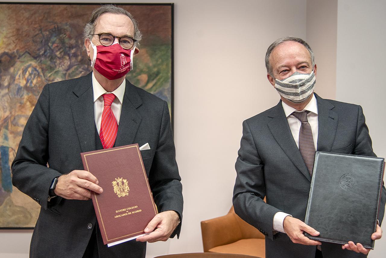 José María Alonso Puig, decano del Colegio de Abogados de Madrid, y Ricardo Alonso, decano de la Facultad de Derecho de la UCM
