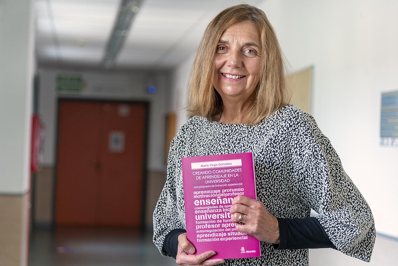 El libro es fruto de vivencias compartidas y conclusiones obtenidas tras veinte años impartiendo cursos a docentes