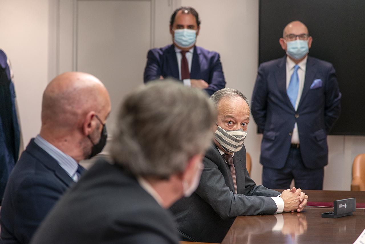 Para el decano de Derecho, Ricardo Alonso, este convenio es un hito para la Complutense