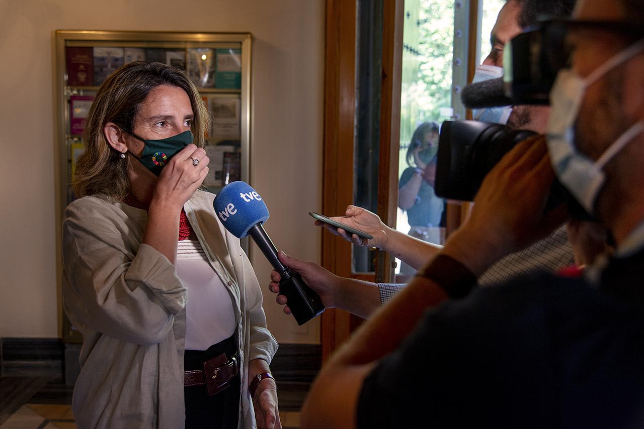 La vicepresidenta tercera contesta las preguntas de los periodistas