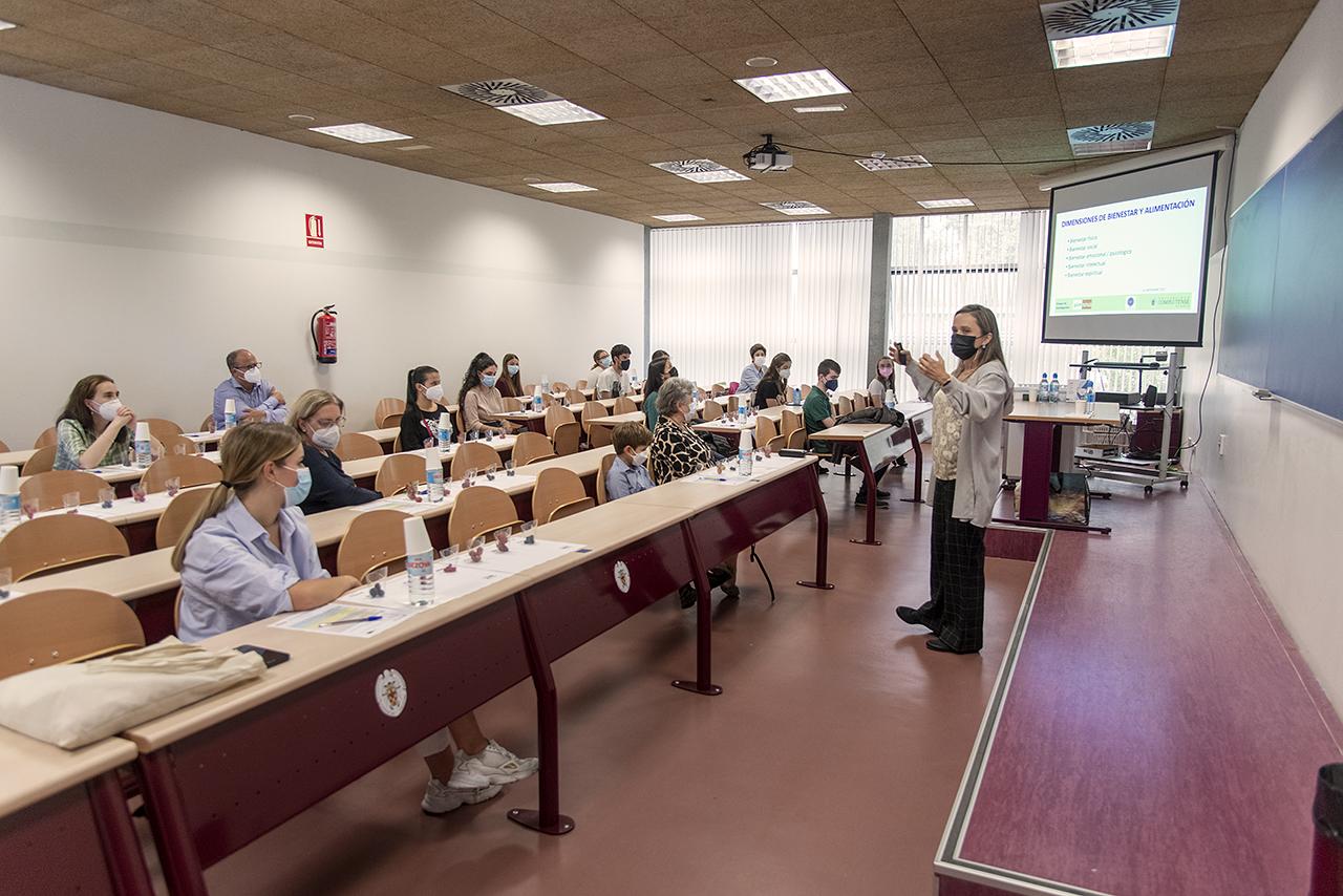 Taller en la Facultad de Farmacia /J. de Miguel
