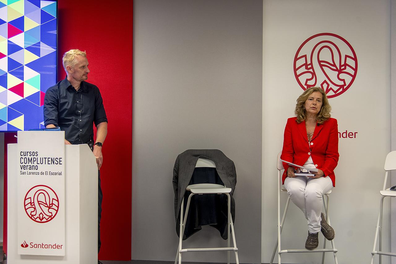 Foecking fue presentado por la directora del curso, la periodista Magis Iglesias