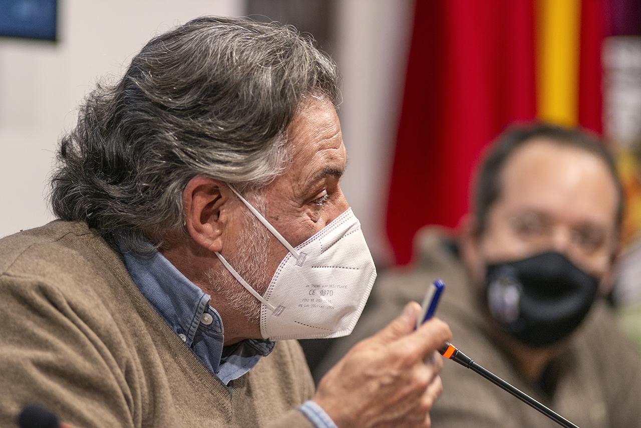 Pepu Hernández y el director del Colegio Mayor Santa María de Europa, Alejandro Cremades