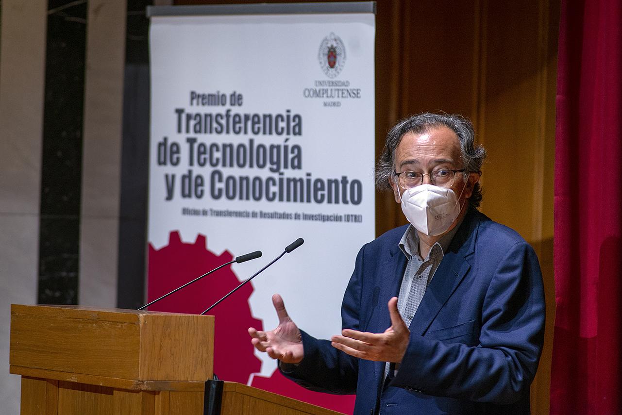 Delfín Rodríguez Ruiz, segundo premio ex aequo del área de Ciencias Sociales y Humanidades