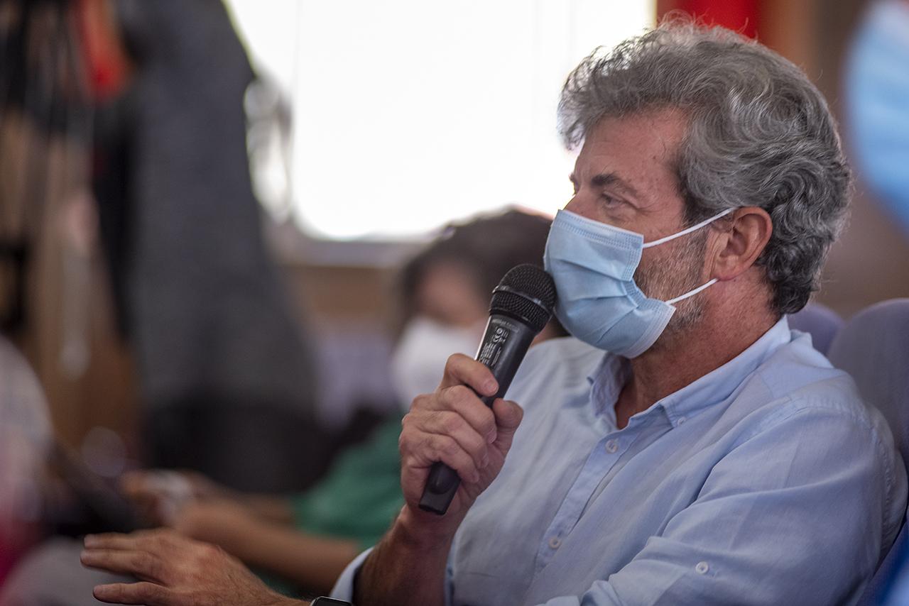 El profesor Ignacio Lizasoain durante la pregunta que formuló al profesor Pingarrón