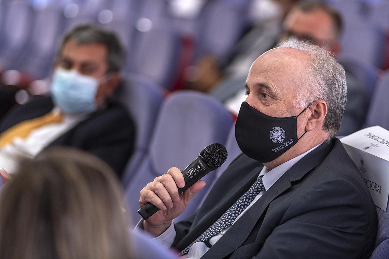 El gerente de la UCM, Javier Sánchez, intervino en el turno de preguntas