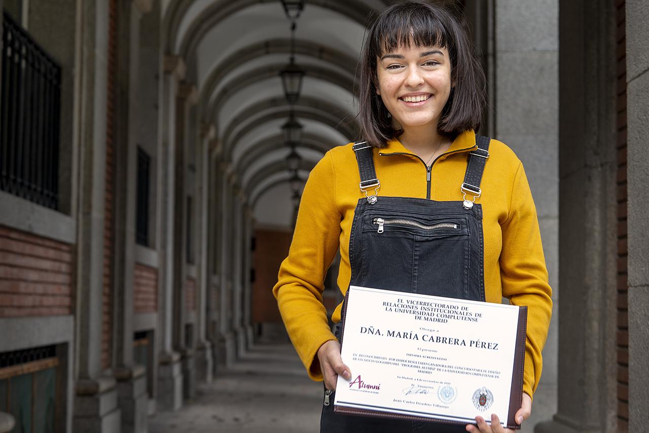 María Cabrera Pérez, ganadora del Concurso de Diseño para el nuevo logo del programa Alumni