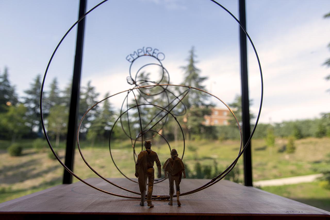 Escultura del profesor Ignacio Asenjo Fernández