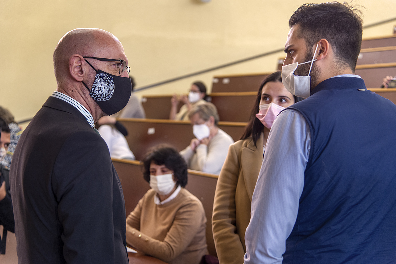 El rector Joaquín Goyache habla con los hijos y la viuda de José Antonio Campo Santillana