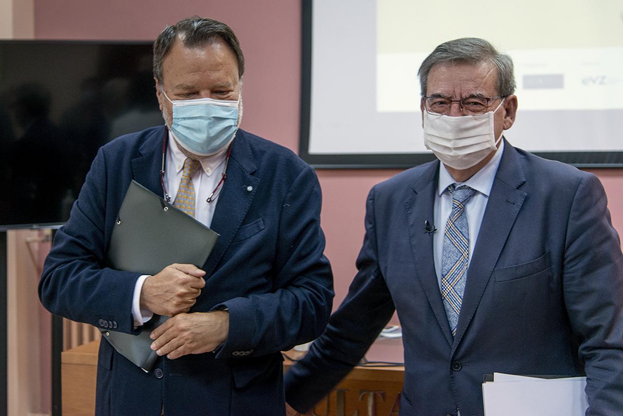 Alfredo Sánchez Monteseirín, director de la Fundación Pablo Iglesias, y el secretario de Estado, Fernando Martínez López