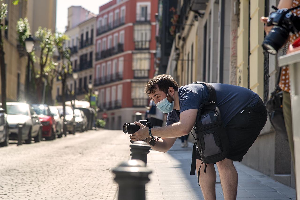 Un participante en el taller de fotografía de la jornada Forma Urbis