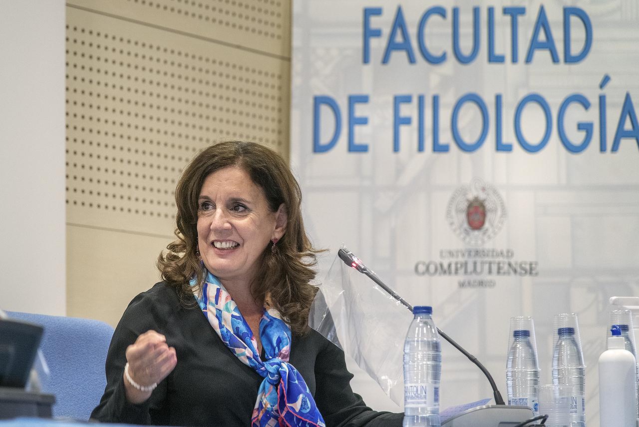 La directora del Departamento de Literaturas Hispánicas y Bibliografía, Esther Borrego