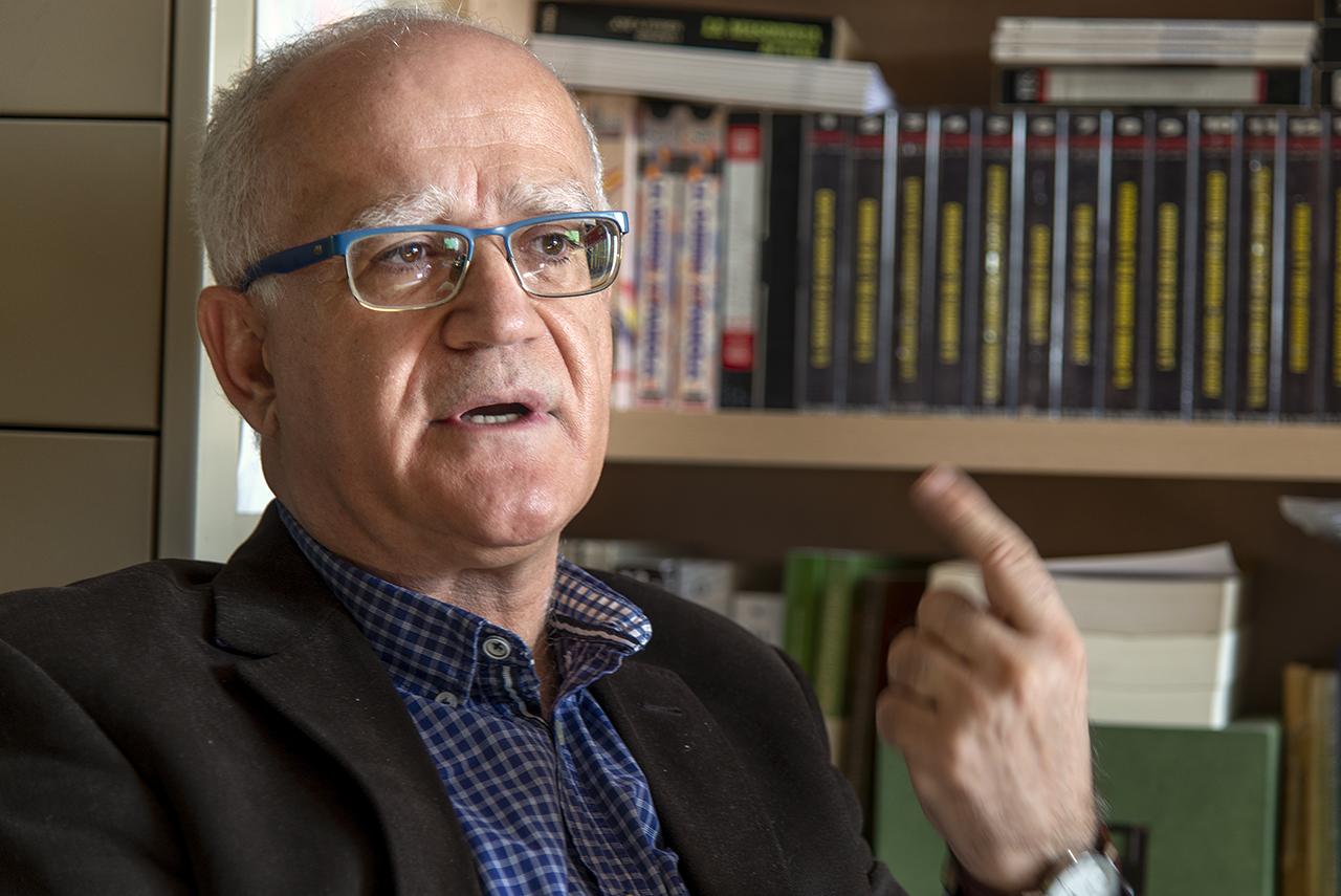Fernando del Rey Reguillo, en su despacho de la Facultad de Ciencias Políticas