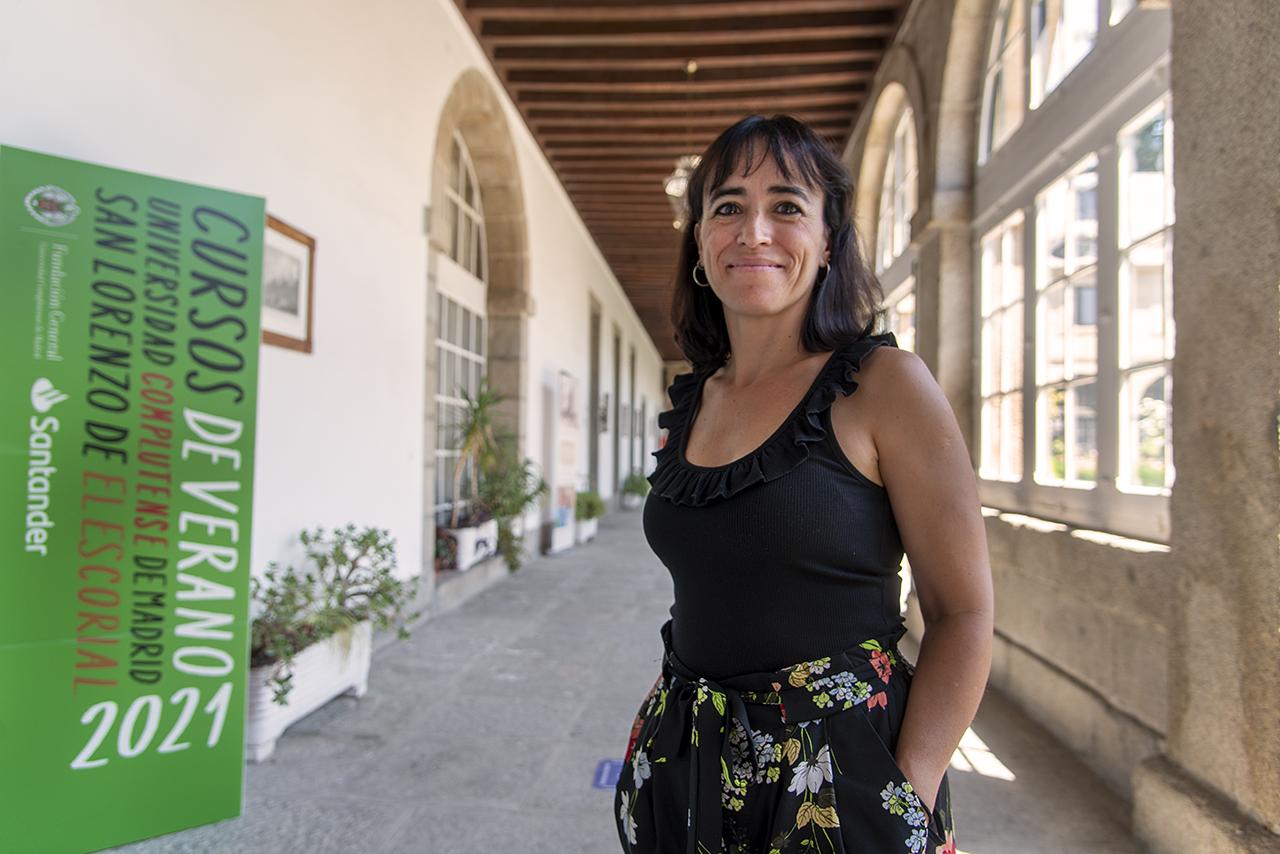 """Laura Fernández, codirectora del curso """"Libros, mediadores y redes sociales en tiempos de Alfonso X (1221-2021)"""", junto al profesor Francisco Bautista"""