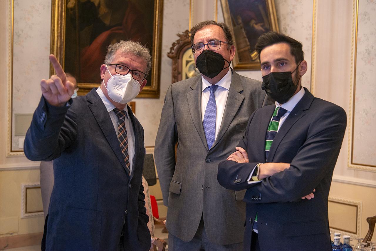 Andrés Arias, Ángel Luis Ortiz González (secretario general de Instituciones Penitenciarias) y Rafael Pérez Ruiz