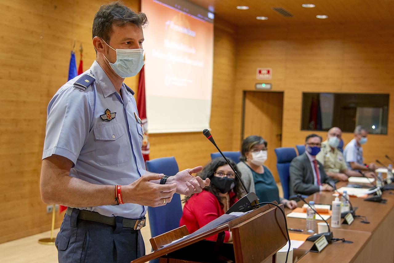 El comandante Luis Olalla intervino en representación de los estudiantes del máster