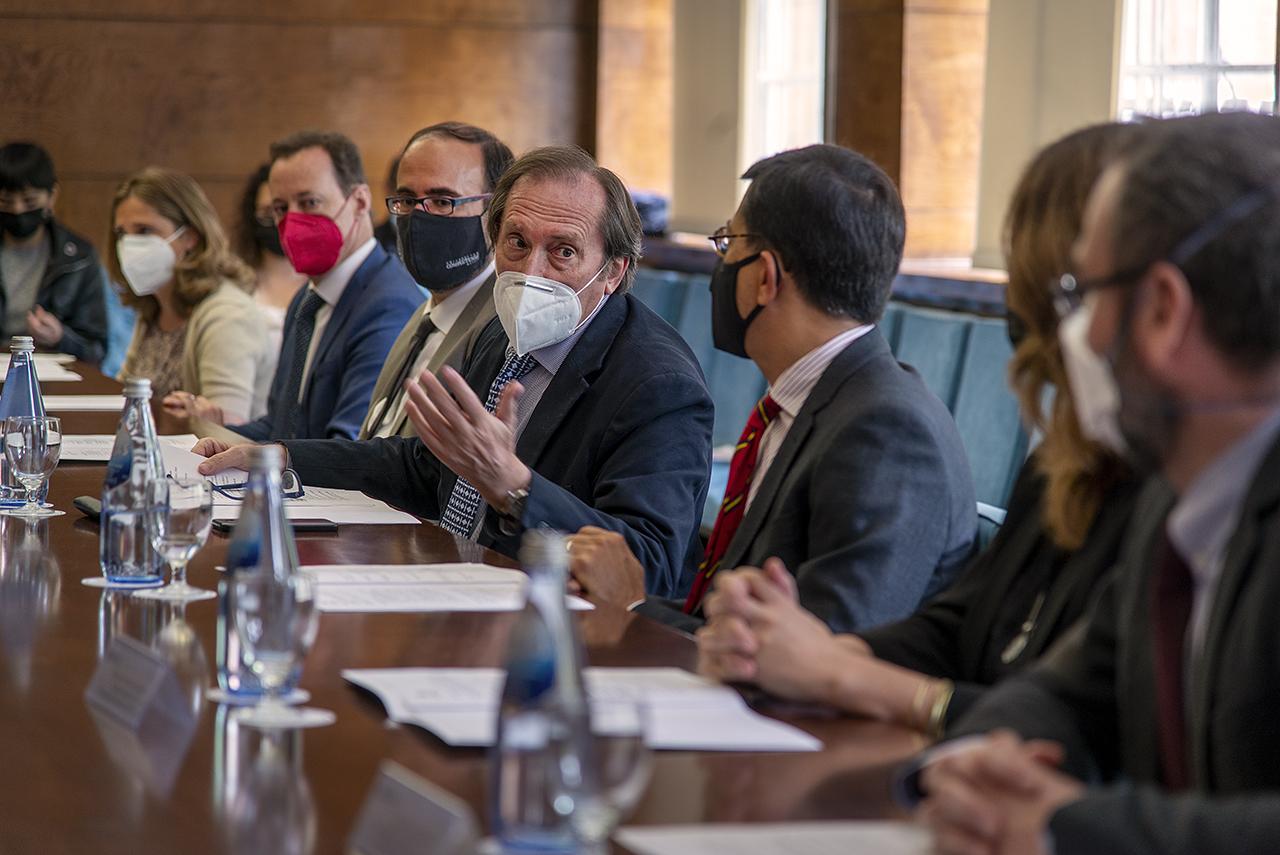 Elena Orduna, Jean-Paul Lefebvre, Eugenio Luján, Dámaso López, Luis Cavalieri, Sonia Sánchez y Santiago López, durante la ceremonia de entrega de premios