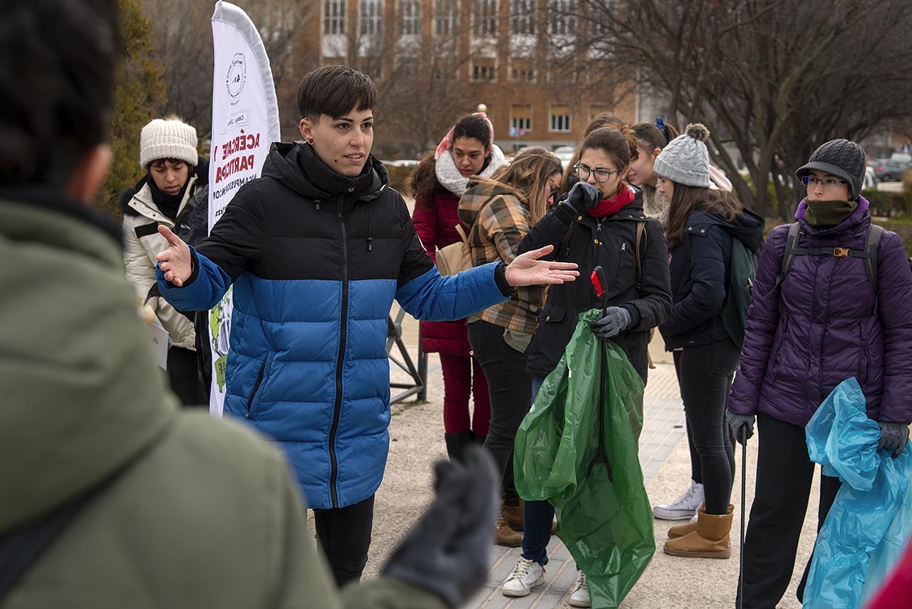 Otra imagen de la recogida de basuras en el campus organizada por la Unidad de Campus y Medioambiente en diciembre de 2019