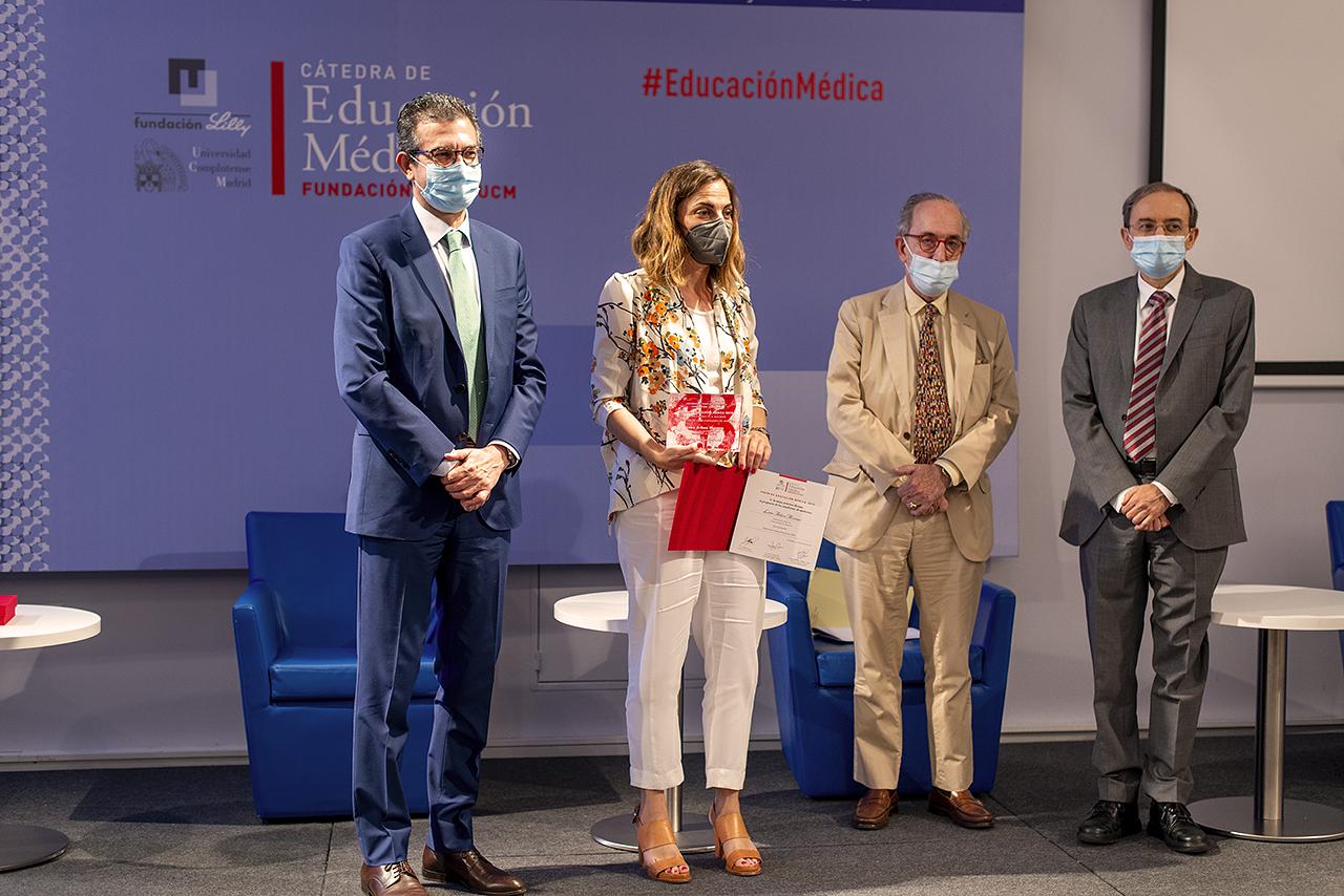 La profesora de la Universidad de Navarra Leire Arbea recoge el premio a mejor práctica docente