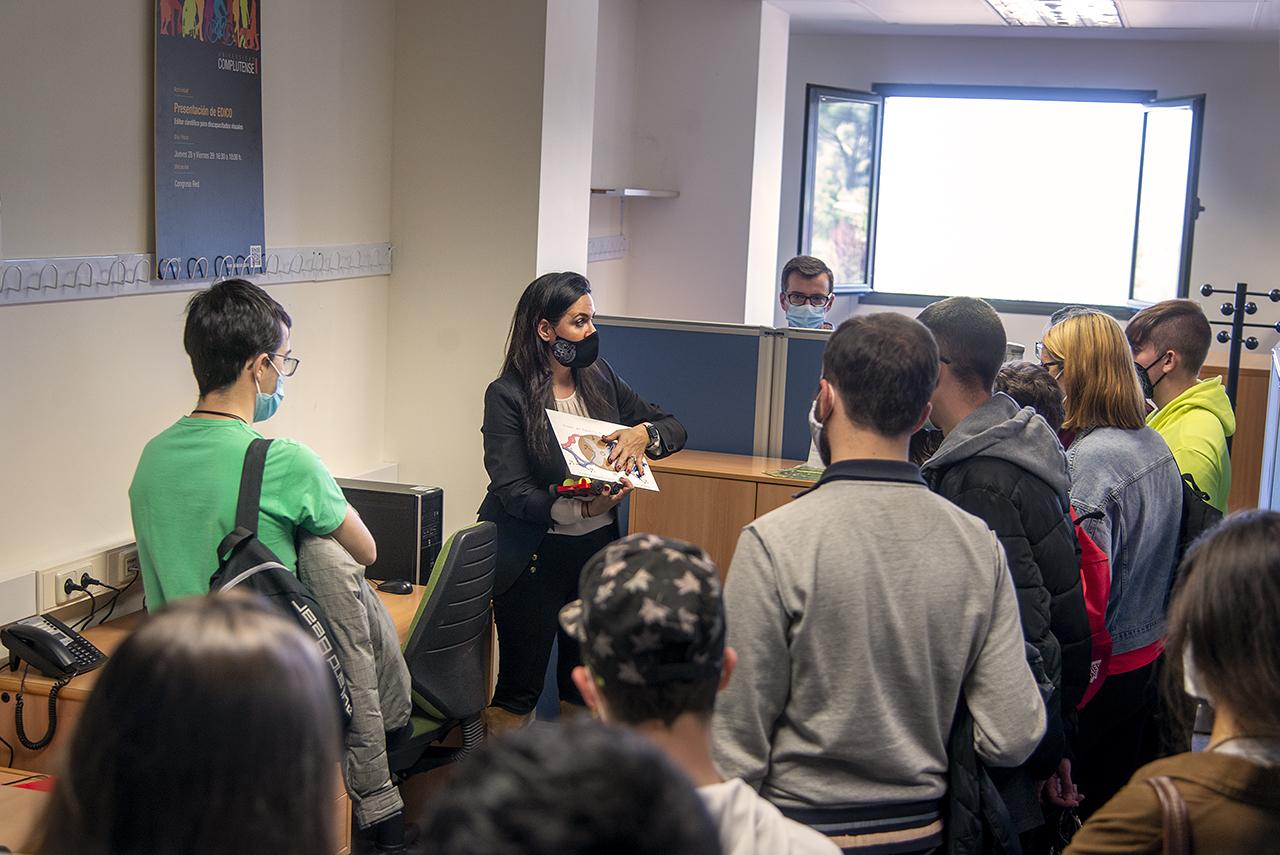Los estudiantes del Programa Accede visitan la Facultad de Informática