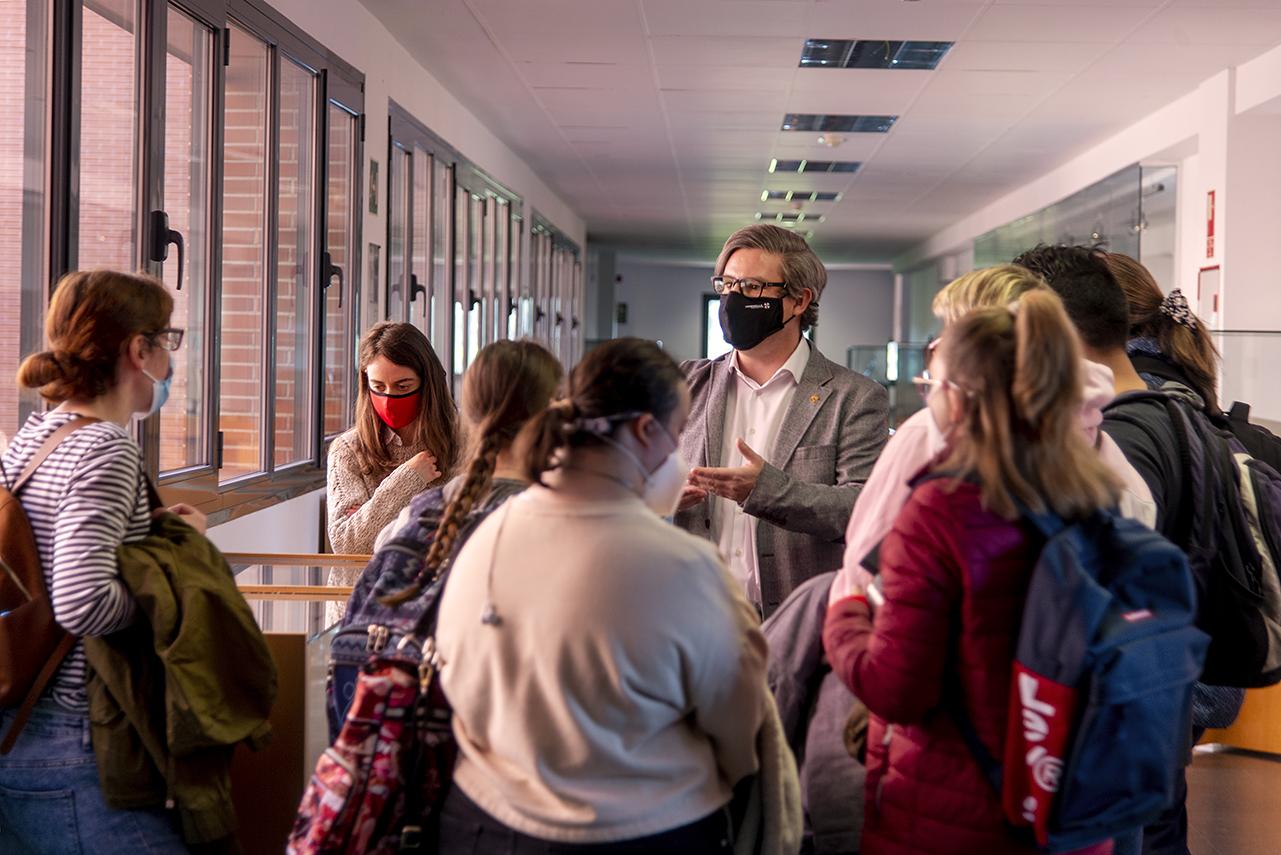 José Luis Vázquez Poletti con las alumnas y alumnos de Accede