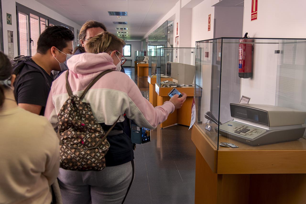 Los estudiantes disfrutaron de su tour por el Museo de Informática
