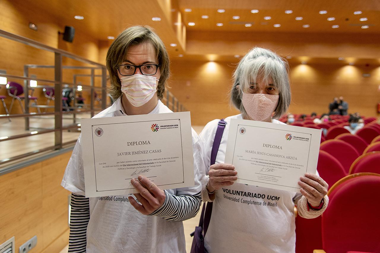 Javier Jiménez Casas y María Jesús Casanova recibieron un diploma por su participación en la preparación de la jornada
