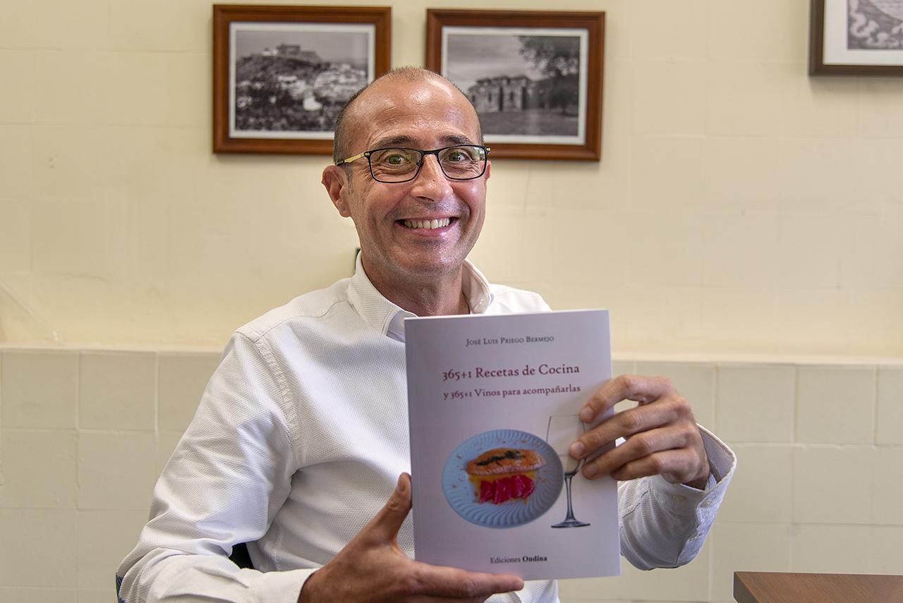 """José Luis Priego, profesor de Química Inorgánica: """"No puedes ser un buen químico sin ser un buen cocinero"""""""