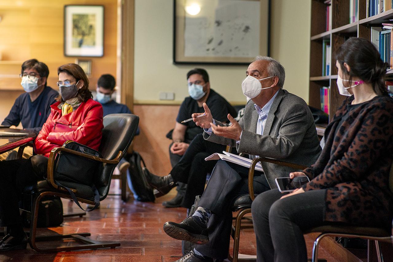 El profesor Emilio Cerdá participó en el turno de intervenciones que siguieron a la presentación de Artigas