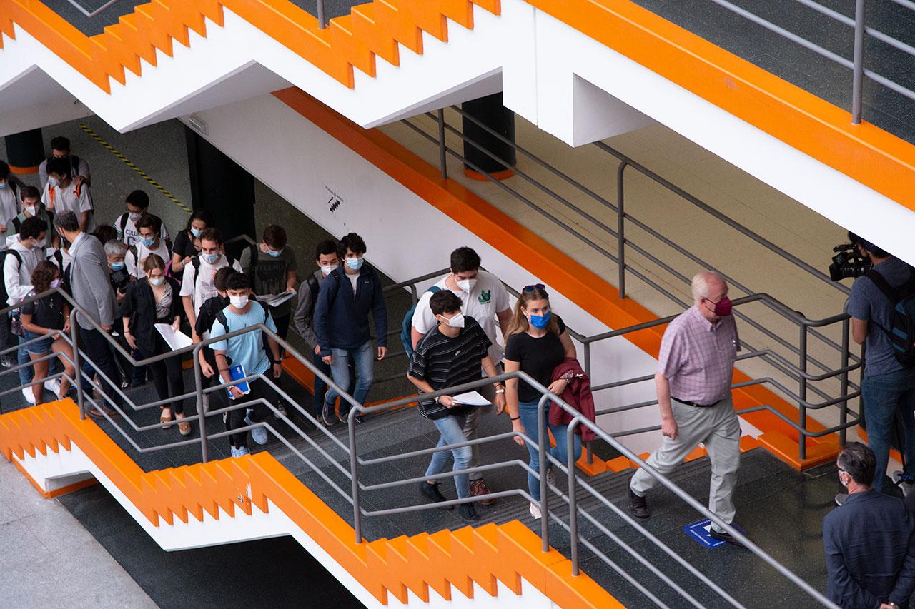 Estudiantes en el aulario de la Facultad de Ciencias Económicas y Empresariales