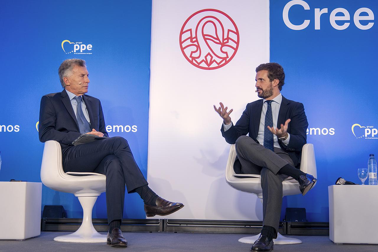 """Macri y Casado clausuraron el curso """"España, Europa y libertad"""""""