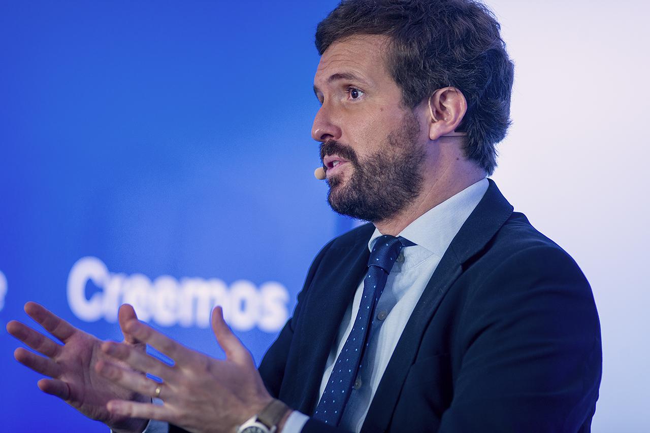 """Pablo Casado ejerció de """"periodista"""" para ir pidiendo la opinión de Macri en distintos asuntos"""