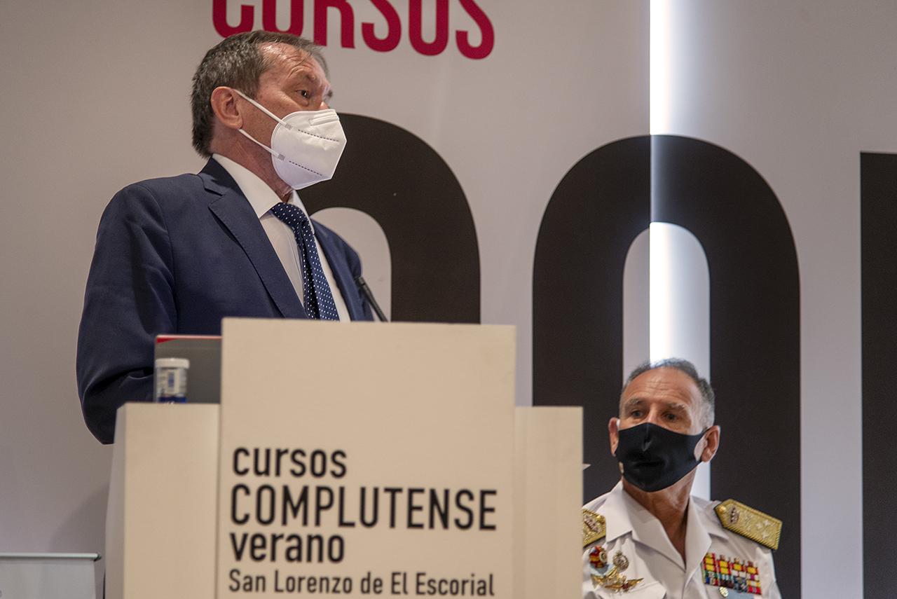 Dámaso López, vicerrector de Relaciones Internacionales y Cooperación de la UCM, y Teodoro López Calderón, JEMAD