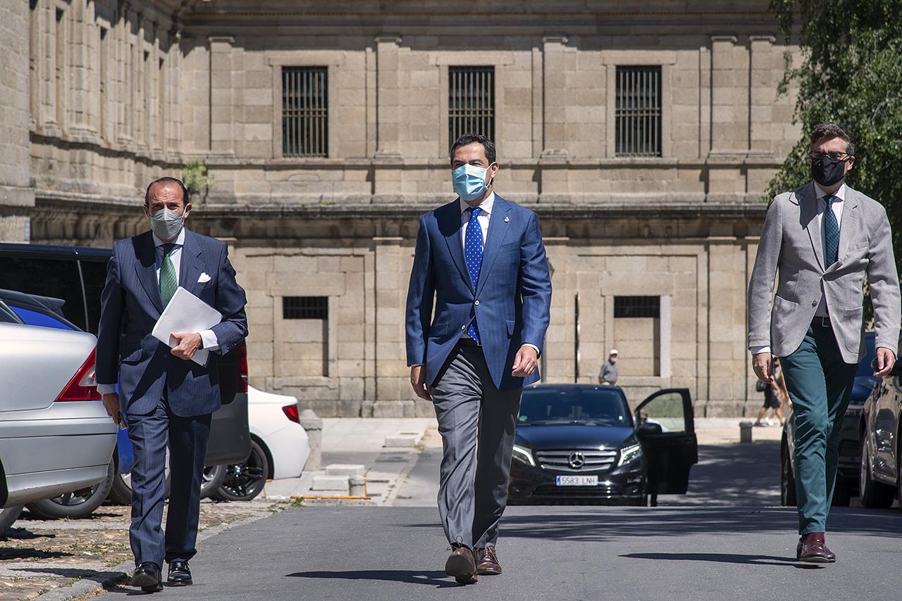 El presidente de la Junta de Andalucía, Juan Manuel Moreno Bonilla, a su llegada a los cursos