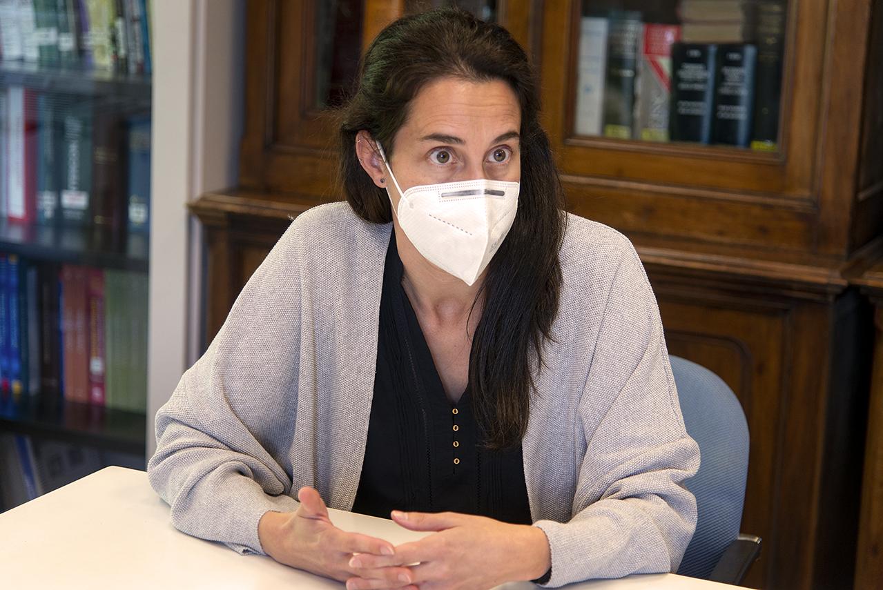 Elena González Burgos, profesora contratada doctor de la Facultad de Farmacia de la UCM, e investigadora principal del proyecto