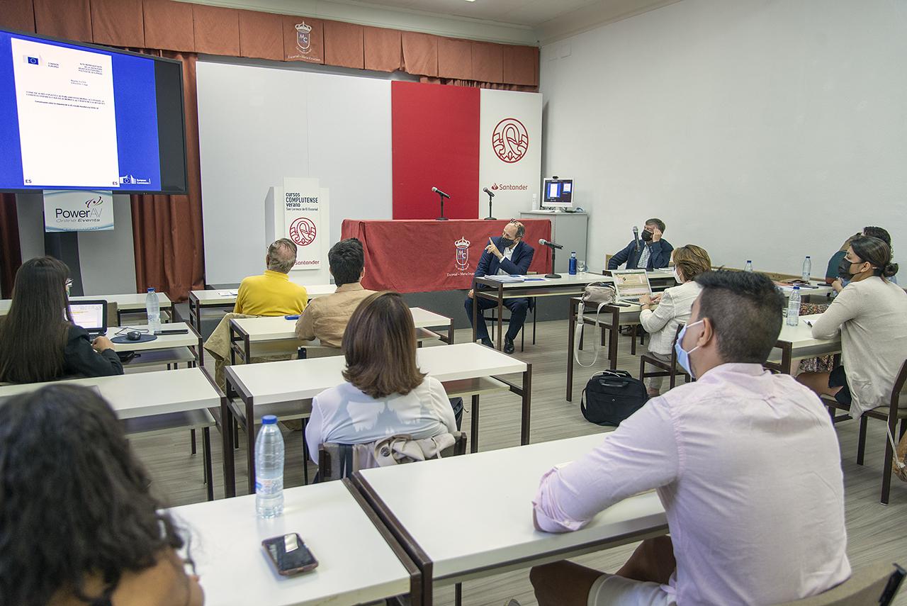 """El curso """"Covid-19 y Agenda 2030 en Iberoamérica: Desarrollo y cooperación más allá de la pandemia"""", durante la intervención de Jorge de la Caballería"""