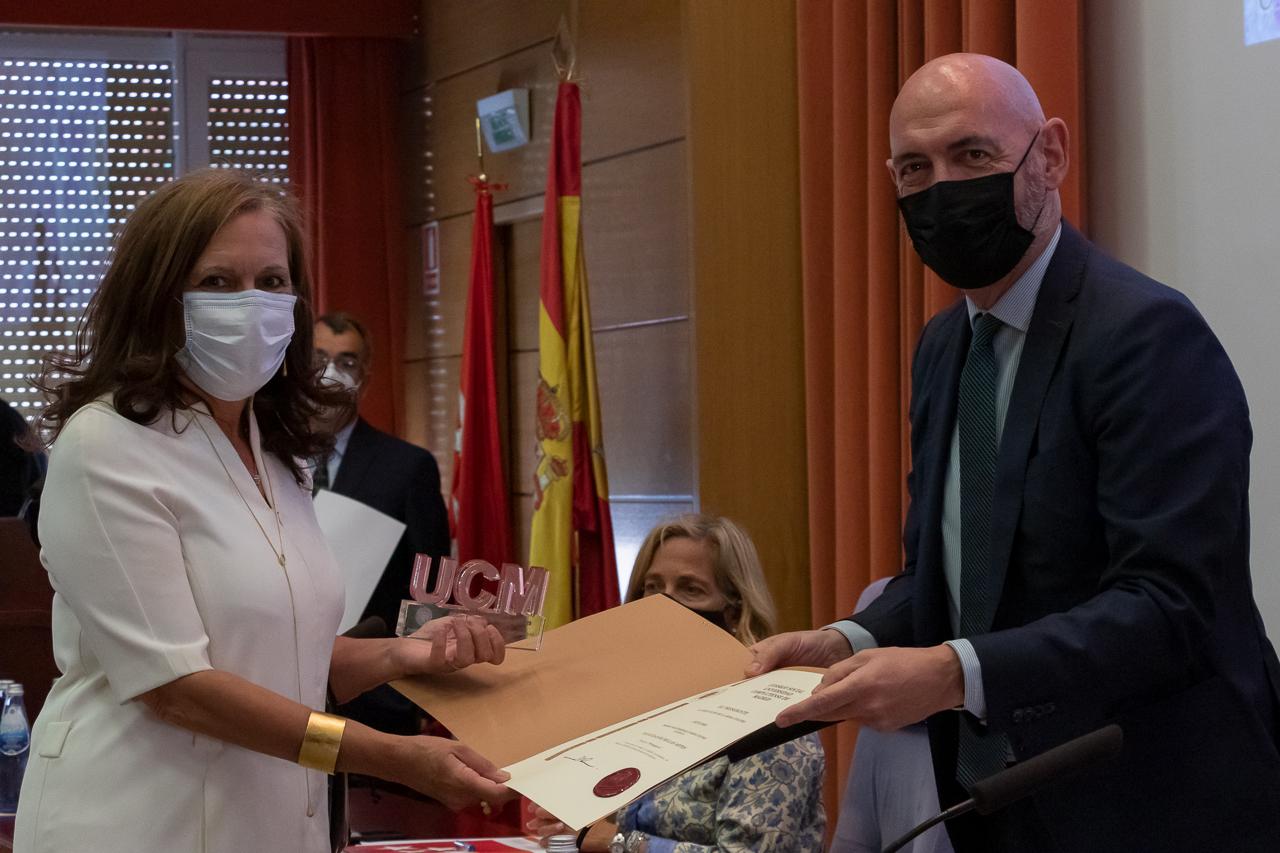"""Elena Blanch recibió el premio concedido al proyecto """"Protegerte"""""""