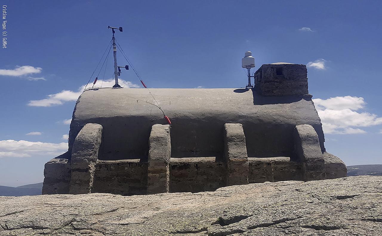 Instalación de GuMNet en la Sierra de Guadarrama. Fotografía de Cristina Vegas Cañas