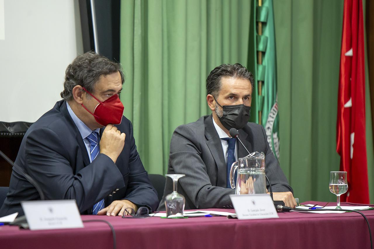 Gonzalo Jover, decano de la Facultad de Educación, y Ramón Pina, presidente de Achalay