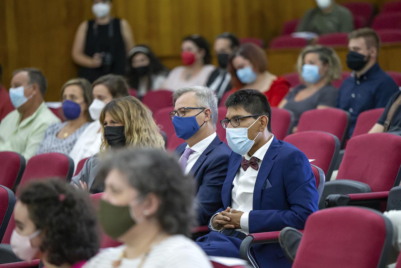Aspecto del salón de actos de Veterinaria durante el acto de graduación