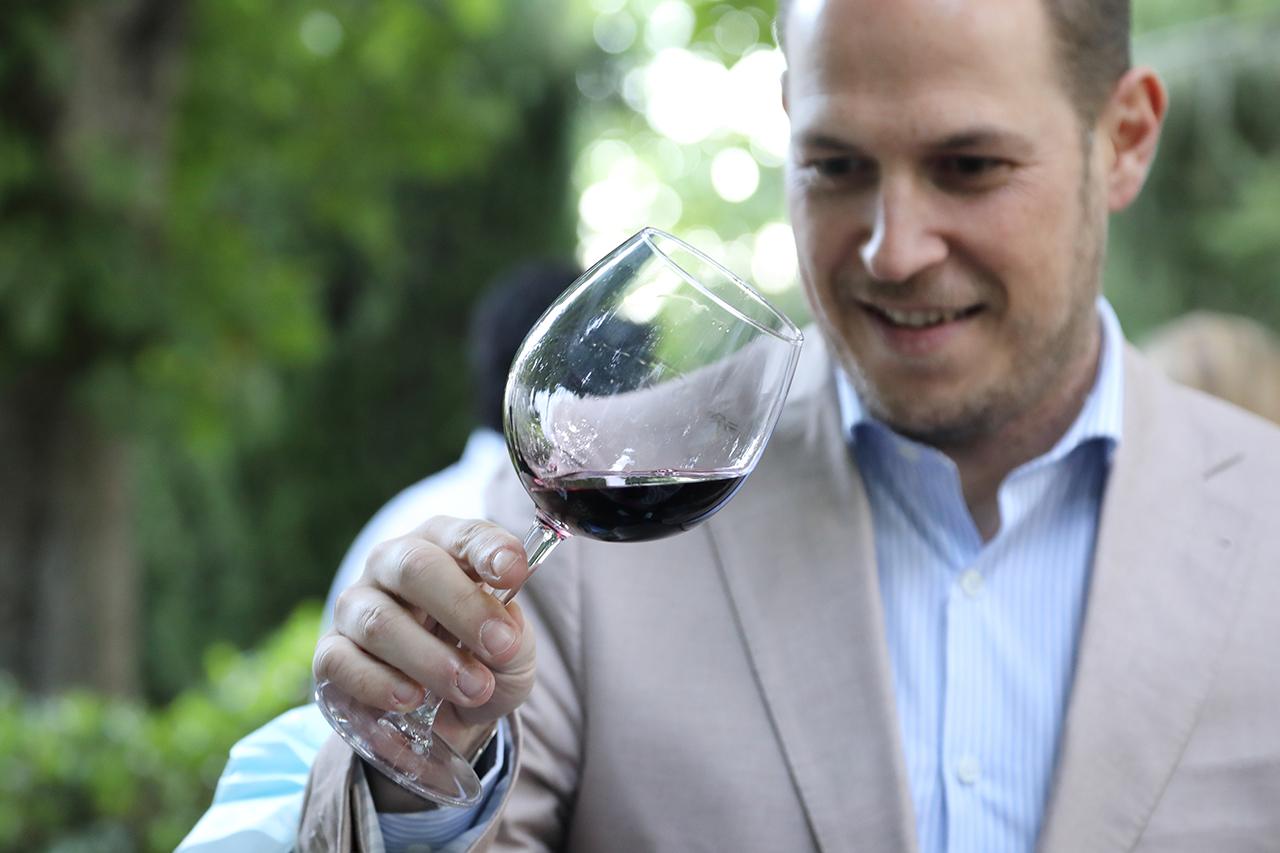 Mover el vino tiene su ciencia