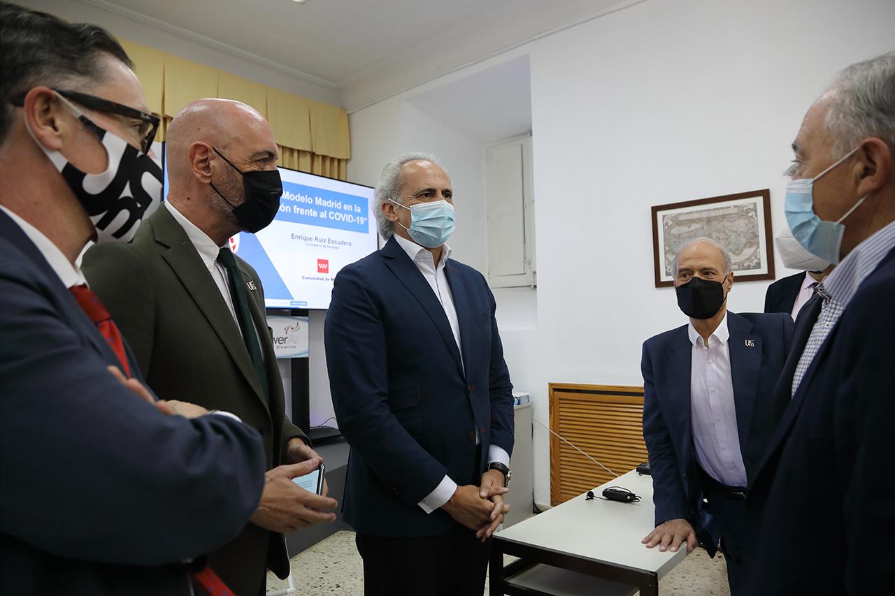 Víctor Briones, Goyache, Ruiz Escudero, José Manuel Sánchez Vizcaíno y Felipe Vilas, presidente del Colegio de Veterinarios de Madrid